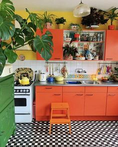 boho chic interior kitchen designs and decor ideas bohemian style ideas ~ Agus What is Decoration? Little Kitchen, Old Kitchen, Funky Kitchen, Chef Kitchen Decor, Bohemian Kitchen, 1960s Kitchen, Retro Kitchen Decor, Happy Kitchen, Vintage Kitchen