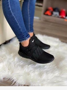 Cute Sneakers Shoes Sneakers Air Max Sneakers Hot Shoes Adidas Sneakers Look Com Tenis Nike Air Vapormax Sneaker Boots Nike Shox Hype Shoes, Women's Shoes, Me Too Shoes, Shoe Boots, Shoes Style, Jeans Style, Souliers Nike, Skinny Jeans Damen, Fresh Shoes
