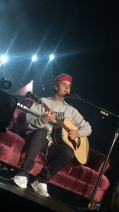 October 20: [More] Fan taken pictures of Justin performing in Manchester, Uk