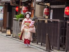 Maiko in Gion district