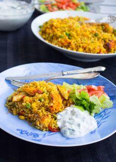 Bulgurpilaff med kycklingfilé och tzatsiki - ZEINAS KITCHEN Chai, Tandoori Chicken, Fried Rice, Latte, Vegetarian Recipes, Curry, Dinner, Cooking, Ethnic Recipes