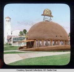 Construction of the original Brown Derby on Wilshire Blvd. in Los Angeles started in late This Derby was demolished in 1936 and a similar derby-shaped cafe went up in its place a sort distance away. Brown Derby Restaurant, Vintage Restaurant, Vintage Diner, Places In California, California History, Unusual Homes, City Of Angels, Roadside Attractions, Best Memories