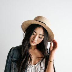 This natural brim boater has incredible personality and one size fits most women. The classic shape short brim hat will make you feel fantastic. Short Brim Hat, Flat Brim Hat, Wide Brim Sun Hat, Trilby Hat, Boater Hat, Lazy Day Hairstyles, Winter Hats For Women, Girl Photography Poses, Summer Hats