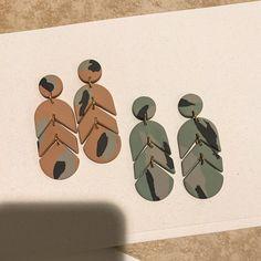 handmade polymer clay earrings with a modern twist Polymer Clay Projects, Polymer Clay Creations, Polymer Clay Art, Handmade Polymer Clay, Polymer Clay Jewelry, Diy Crafts Clay, Clay Beads, Diy Clay Earrings, Diy Resin Art