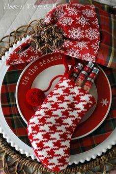 #Christmas #Tablescapes #Ceneterpiece #Entertaining #Floral