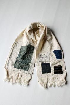 こちらは当店で制作した「佐々木印」です。 アフリカで手紡ぎ… Blues traveler. Zippertravel. Sashiko Embroidery, Japanese Embroidery, Hand Embroidery, Embroidery Fashion, Fabric Art, Fabric Crafts, Boro Stitching, Japanese Sewing, Japanese Textiles