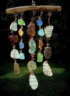 Sea Glass Chimes & Suncatchers Make a Sun Catcher Sea Glass Chime. Saw these at a craft fair and they were a little pricey! Beach Crafts, Fun Crafts, Arts And Crafts, Seashell Crafts, Crafts With Seashells, Sea Glass Beach, Sea Glass Art, Sea Glass Decor, Stained Glass