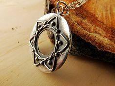 Mandala Pendant. Silver Mandala Necklace. Boho por PuntoPausa