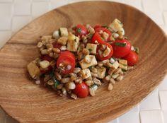 Whole-grain salad with tomatoes, corn and smokedmozzarella