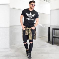 Amazing streetwear inspiration by our friend Urban Fashion, Daily Fashion, Mens Fashion, Ootd Fashion, Looks Adidas, Moda Retro, Streetwear, Outfits Hombre, Mens Style Guide