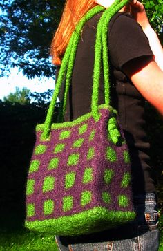 Beautiful felted purse -- with a free pattern!
