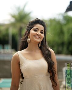Anupama Parameswaran is an Indian film actress who works in Telugu, Malayalam and Tamil films. Beautiful Girl Photo, Beautiful Girl Indian, Most Beautiful Indian Actress, Wonderful Picture, Indian Film Actress, South Indian Actress, Indian Actresses, South Actress, Tamil Actress