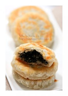 【Pan+Fried+Sweet+Sesame+Cakes】 +by+MaomaoMom It+is+a+beautiful+sunshine+day+outside+looking+through+my+dining+room+window.+It+is+still+quite+cold+ Chinese Cake, Chinese Food, Korean Food, Dessert Dishes, Dessert Recipes, Thai Dessert, Pastry Recipes, Baking Recipes, Cambodian Food