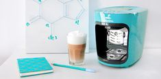 Büyük lezzet macerası şimdi Tchibo Cafissimo Mini'de! Lezzetli kahvelerinizi kullanımı oldukça kolay Tchibo küçük kahve makinesi ile hazırlayın.