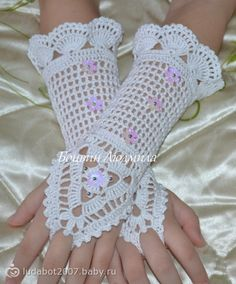 Irish lace, crochet, crochet patterns, clothing and decorations for the house, crocheted. Crochet Wrist Warmers, Crochet Mitts, Crochet Gloves Pattern, Crochet Mandala Pattern, Crochet Flower Patterns, Crochet Wedding, Fingerless Mitts, Lace Gloves, Crochet Bracelet