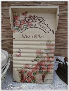 Decoupage Wood, Decoupage Vintage, Vintage Crafts, Shabby Vintage, Vintage Wood, Vintage Laundry, Shabby Chic Crafts, Tea Box, Diy Crafts For Gifts
