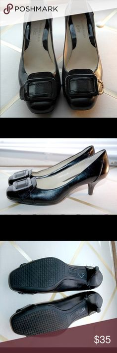 👠💕 Black low heeled pumps Only worn a couple times low heel Anne Klein    women's pumps very good quality! Anne Klein Shoes Heels