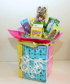 This is a guide about Easter candy bouquet ideas. A candy bouquet is a creative alternative to the traditional Easter basket. Candy Bouquet Diy, Diy Bouquet, Bouquets, Shot Bouquet, Easter Peeps, Easter Candy, Easter Treats, Easter Stuff, Easter Desserts