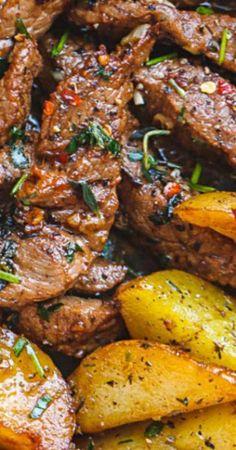 Garlic Butter Steak and Potatoes Skillet Knoblauchbuttersteak und Kartoffelpfanne Chuck Steak Recipes, Skirt Steak Recipes, Recipes With Steak, Bottom Round Steak Recipes, Sliced Beef Recipes, Steak Dinner Recipes, Sirloin Recipes, Flank Steak Recipes, Potato Recipes