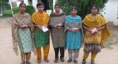 Mujeres de la India. Las cinco mujeres que fueron golpeadas: Bansari, Jaladhi, Kuyil, Sunita y Viveka. Foto: Noticia Cristiana
