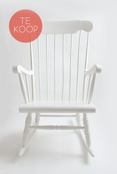 Schommelstoel-wit-te-koop-kapaza-04 Cool Furniture, Furniture Design, Rocking Chair Makeover, Painted Chairs, Diy Chair, New Room, White Wood, Scandinavian Design, Decoration