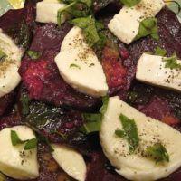 Recept : Zapečená červená řepa smozzarellou a bazalkou | ReceptyOnLine.cz - kuchařka, recepty a inspirace Vegetable Recipes, Mozzarella, Mashed Potatoes, Food And Drink, Vegetarian, Sweets, Beef, Vegan, Vegetables