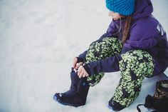 Every foot is different, and comfort is king. In order to have as much fun as possible, we'll walk you through the most important decision you'll make: how to buy the proper snowboard boot.