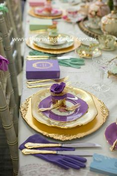 Pretty Table setting with golden Plates, mixed with purple, green and pink plates.