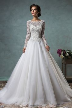 Long-sleeved lace and tulle Leticia wedding dress (Amelia Sposa)