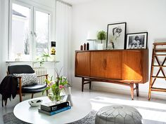 Adore the mixture of woods and whites and scandinavian furniture. And is that a Jonathan Adler pouf I spy?