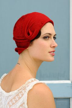 Rag Time  red cloche  made to order von behidadolicmillinery