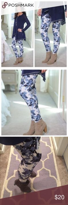 0eb74044036335 Chic blue floral buttery soft leggings Infinity Raine one size blue floral  leggings. Fits to