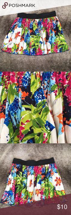 Floral skirt Women's short floral skirt. NWOT. Size small delias Skirts Mini
