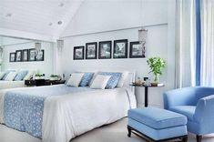 Poltrona com tecido azul e cabeceira de couro de Patricia Covolo - 50296 no Viva Decora Home Decor Bedroom, Living Room Decor, The Mole, Interior Decorating, Interior Design, Cozy Corner, Double Bedroom, Foot Rest, Home Accessories