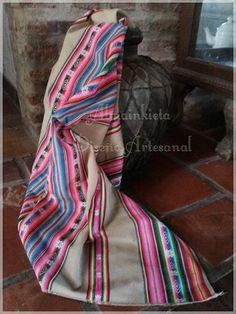 Ideas para decorar tu casa con un Aguayo Norteño !!  Aguayo industrial Norteño .  Color: verde oliva ,amarillo, beige, turquesa, rojo, crudo con violeta Medidas 1.20 x 1.20 aprox Usarlo como mantel, como manta de sillón, pie de cama de 1plza ... Se lava fácilmente y no pierden el color.  Contacto almainkieta.deco@gmail.com Por interno de face o WHATSAPP 11-21640764