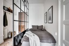 Home inspiration for your weekend - Espresso Moments Small Apartment Interior, Studio Apartment Decorating, Apartment Design, Bedroom Apartment, Apartment Living, Interior Design Living Room, Long Narrow Rooms, Narrow Bedroom, Living Room Bedroom