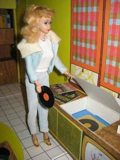 Barbie in the Original First Edition 1962 Barbie Dreamhouse. This particular Barbie sweater was sooo soft, I remember. Barbie Room, Play Barbie, Barbie Life, Barbie Dream House, Barbie World, Barbie And Ken, Vintage Barbie Clothes, Vintage Dolls, Diorama Barbie