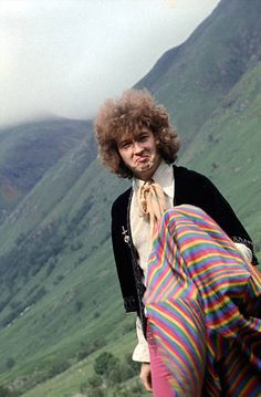 Eric Clapton of Cream pictured in Scotland during a shoot for the cover of the band's forthcoming album Disraeli Gears. July what on earth did you do to your hair Eric? Cream Eric Clapton, The Yardbirds, John Mayall, Blind Faith, Jack Bruce, Blues Rock, Funny Movies, Jim Morrison, Fleetwood Mac