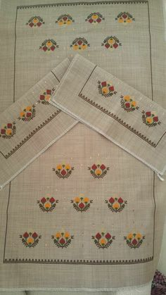 This Pin was discovered by Nur Wool Embroidery, Embroidery Designs, Free To Use Images, Bargello, Cross Stitching, Diy And Crafts, Textiles, Knitting, Blossoms