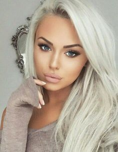 Beautiful makeup paired with sexy platinum blonde hair My Hairstyle, Pretty Hairstyles, Blonde Hairstyles, Latest Hairstyles, Beauty Makeup, Hair Makeup, Hair Beauty, Platinum Blonde, Hair Dos