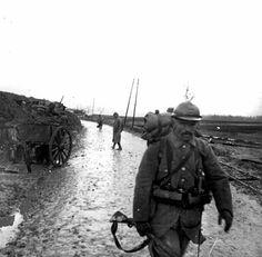 Soldado francês em Massiges, França, durante a Primeira Guerra Mundial, França – 1916. (Coleção Roger-Viollet/Getty Images)
