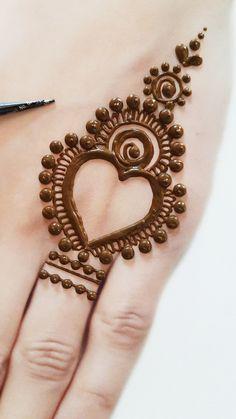 Mehndi Designs Front Hand, Pretty Henna Designs, Modern Henna Designs, Mehndi Designs For Kids, Mehandhi Designs, Rose Mehndi Designs, Henna Tattoo Designs Simple, Latest Bridal Mehndi Designs, Mehndi Designs For Beginners
