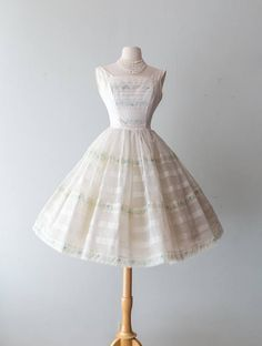 Vintage 1950s Dress - 60s 50s White Cupcake Party Dress With Full Skirt And Floral Details Prom Dress // Waist 23