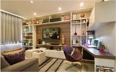Sala com rack estante e home office