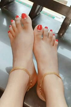 New stylish foot jewelry collection Payal Designs Silver, Silver Anklets Designs, Anklet Designs, Womens Ankle Bracelets, Gold Toe Rings, Handmade Fabric Bags, Fancy Jewellery, Ankle Jewelry, Gold Jewelry Simple
