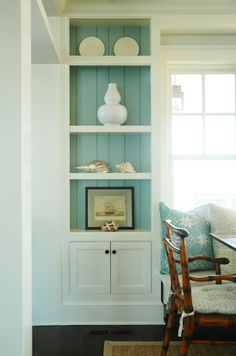 Cottage dining room built-in cabinets with turquoise blue beadboard backsplash and beachy accents. Built-in dining room banquette. Built In Cabinets, Beach House Interior, Cottage Style, Cottage Interiors, Cottage Dining Rooms, Coastal Interiors, Cottage Decor, Home Decor, Luxury Interior Design