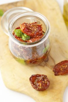 Oven Roasted Tomatoes Preserved In Olive Oil Canning Recipes, Soup Recipes, Healthy Recipes, Vegetarian Recipes, Free Recipes, Recipes Dinner, Lassi, Kimchi, Preserving Tomatoes