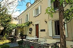 L'ANGEVINE- Maison d'hôtes en centre ville d'Angers- Tél. : 02 41 87 15 81 Mobile : 06 19 19 55 00 Web : www.langevine.e-monsite.com  Adresse: 21 boulevard de Strasbourg  49000 ANGERS 49 - Maine-et-Loire Pays de la Loire  Capacité : 5 1 chambre(s) A partir de 70€- CONTACTER LA MAISON