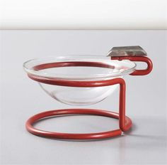 Ashtray By Marianne Brandt Date: 1930 Medium: Tubular steel and glass the pop of colour from the red and the continuous steel tube make this design very intriguing to me. Art Furniture, Bauhaus Design, Tubular Steel, Vintage Design, Art Deco Design, Chrome Plating, Household Items, Industrial Design, Architecture