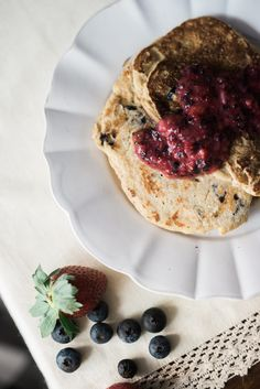 Blueberry Pancakes for Baby // Meal Ideas for Baby // Baby Friendly Breakfast Ideas // Lynzy & Co.